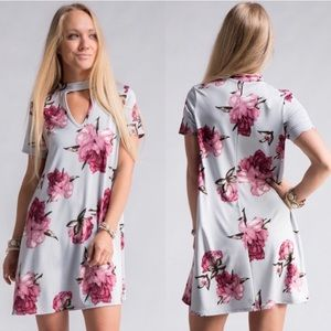 Dresses & Skirts - sale 🎉🎉Beautiful girly floral dress